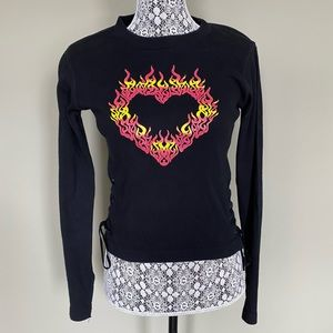 💫3 for $10💫 90s Retro Flaming Heart Top